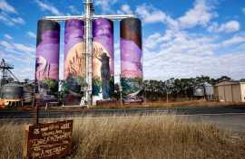 Kui Parks, Monto Caravan Park, Monto Three Moon Mural