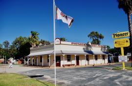 Kui Parks, Pioneer Tourist Park, Deniliquin, Entrance