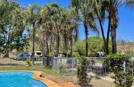 Kui Parks, Mount Morgan Motel & Van Park, Pool