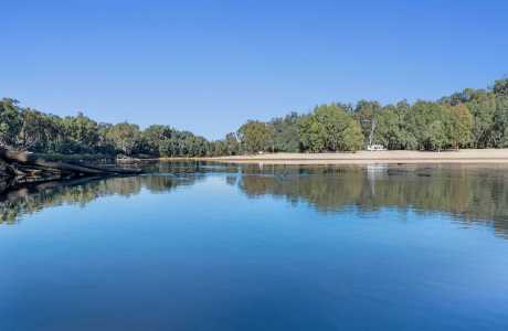Kui Parks, Bushland on the Murray Holiday Park, River