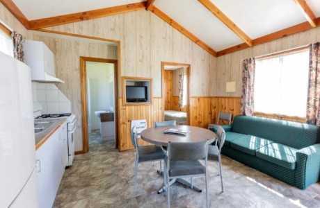 Kui Parks, Holbrook Motor Village, Cabin