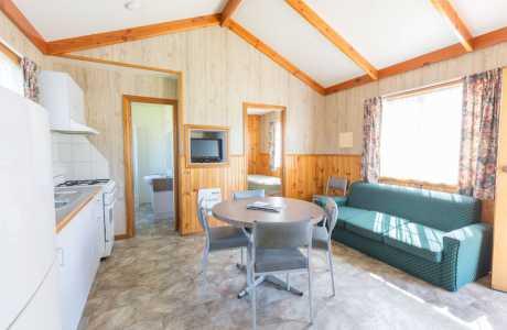 Kui Parks, Holbrook Motor Village Cabin