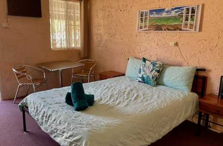 Kui Parks, Mount Morgan Motel & Van Park, Motel