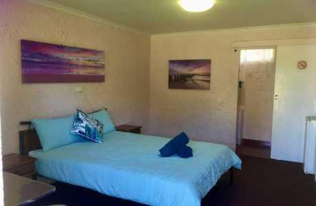Kui Parks, Mount Morgan Motel & Van Park, Motel Room